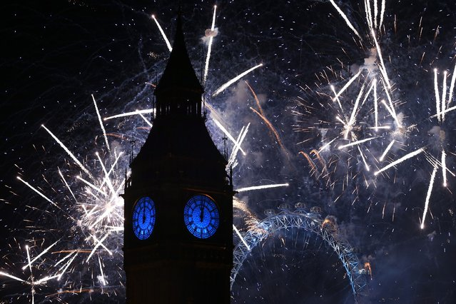 Fireworks light up the London skyline and Big Ben just after midnight on January 01, 2016 in London, England. Thousands of people have bought tickets to stand on the banks of the River Thames near Parliament to celebrate the start of 2016. (Photo by Carl Court/Getty Images)