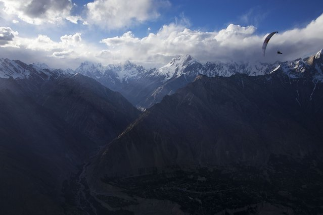 Paraglider in flight over the mountains in Pakistan. (Photo by Krystle Wright/Caters News)