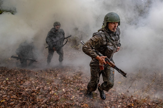 Servicemen of the special task force units of the Russian Federal Penitentiary Service take the all- Russian qualification tests to earn the maroon beret in Mordovia, Russia on October 5, 2018. (Photo by Stanislav Krasilnikov/TASS)