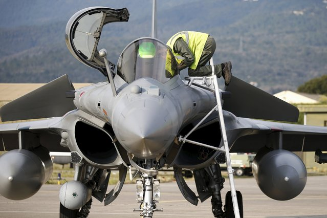 A technician works on a Rafale fighter jet during the close air support (CAS) exercise Serpentex 2016 hosted by France, in the Mediterranean island of Corsica, at Solenzara air base, March 16, 2016. Serpentex is an annual exercise that involves joint terminal attack controllers (JTACs) from 12 countries from March 7 to March 25, 2016. (Photo by Charles Platiau/Reuters)