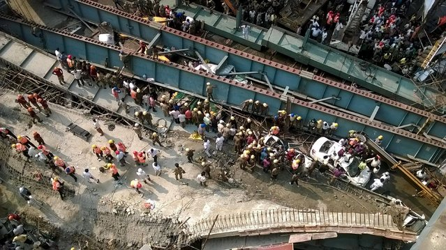 A general view of the collapsed flyover in Kolkata, India, March 31, 2016. (Photo by Rupak De Chowdhuri/Reuters)