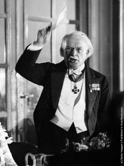 1931: Welsh Liberal politician and former Prime Minister David Lloyd George speaking at the British Zionist Federation Dinner at the Savoy Hotel, London