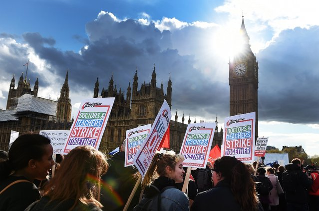 Junior doctors march across Westminster Bridge during a protest in London, Britain, 26 April 2016. Junior doctors are holding a 48 hour all out strike calling for more pay and better working conditions, as the contract dispute with the government continues to drag on. (Photo by Andy Rain/EPA)