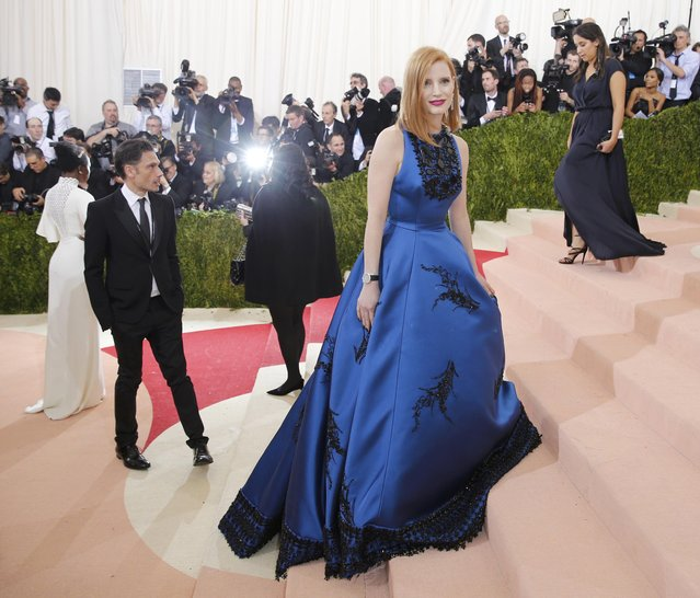 """Actress Jessica Chastain arrives at the Metropolitan Museum of Art Costume Institute Gala (Met Gala) to celebrate the opening of """"Manus x Machina: Fashion in an Age of Technology"""" in the Manhattan borough of New York, May 2, 2016. (Photo by Eduardo Munoz/Reuters)"""