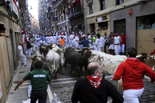 Victoriano del Rio fighting bulls charge up on Estafeta Street during the third running of the bulls of the San Fermin festival in Pamplona, northern Spain, July 9, 2015. (Photo by Eloy Alonso/Reuters)