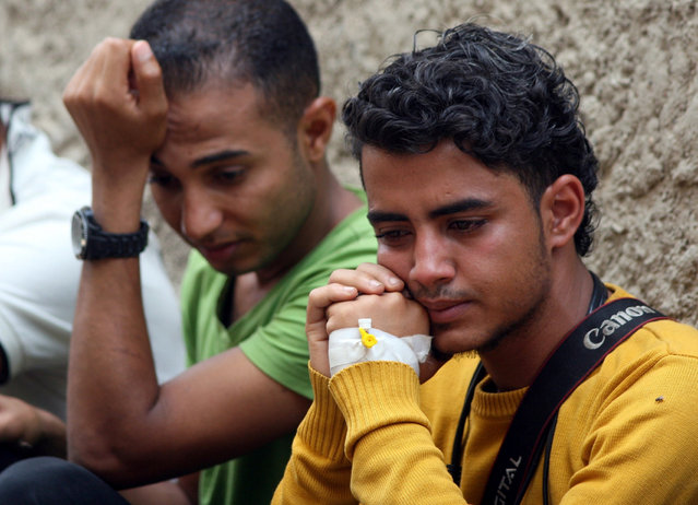 Journalists react during the funeral of their colleagues Wael al-Absi and Taqiaddin al-Hudhaifi, who were killed by a shell as they were covering fighting between Houthi fighters and pro-government fighters in Taiz, Yemen May 26, 2017. (Photo by Anees Mahyoub/Reuters)