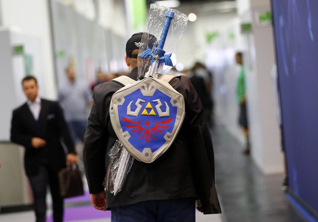 A cosplayer carries accessories as he leaves the Gamescom 2015 fair in Cologne, Germany August 5, 2015. (Photo by Kai Pfaffenbach/Reuters)