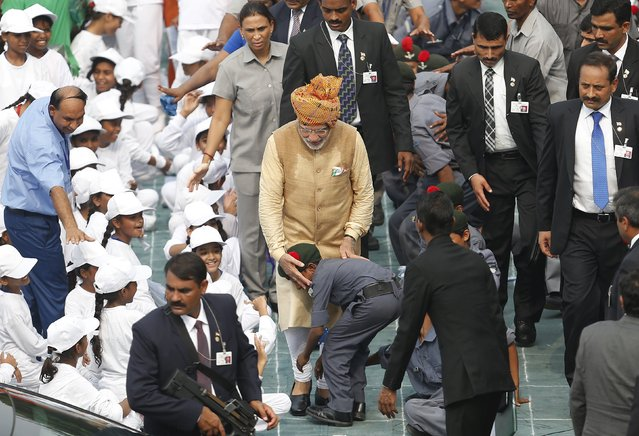 A school boy takes blessings from Indian Prime Minister Narendra Modi (C, wearing turban) in front of the historic Red Fort during Independence Day celebrations in Delhi, India, August 15, 2015. Modi sought to shed an image that he governs for big business on Saturday, vowing to help the poor in an annual speech aimed at bolstering popularity rather than tackling setbacks to his economic reform plans. (Photo by Adnan Abidi/Reuters)