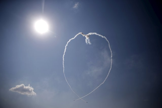 Two airplanes from Poland's Zelazny acrobatic team form a heart-shaped vapour trail during a performance at the Radom Air Show at an airport in Radom, Poland August 23, 2015. (Photo by Kacper Pempel/Reuters)