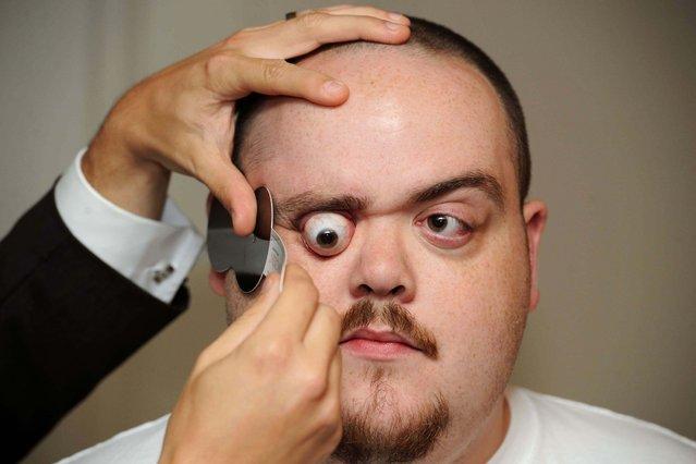 Guiness World Book Of Records: Skull Popping Eyeballs