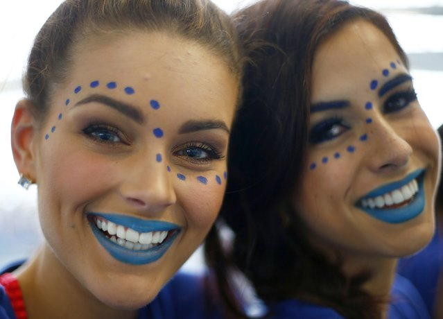 Miss South Africa Rolene Strauss (L) and Miss Trinidad and Tobago Sarah Jane Waddel wear face paint during the Miss World sports competition at the Lee Valley sports complex in north London, November 26, 2014. (Photo by Andrew Winning/Reuters)