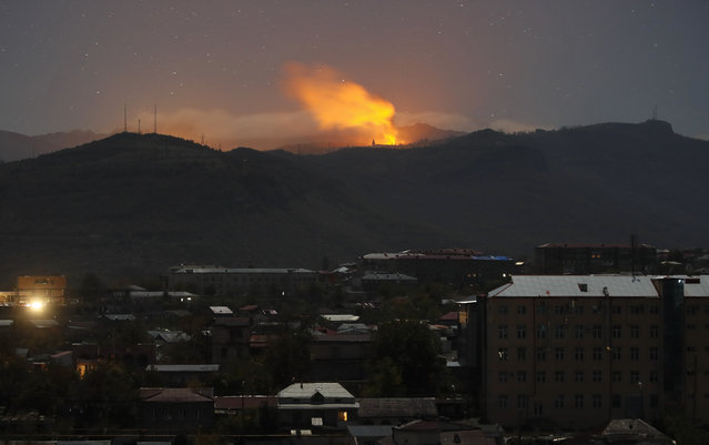 Bursts of explosions, smoke and flame are seen during fighting between Armenian and Azerbaijan's forces near Shushi outside Stepanakert, the separatist region of Nagorno-Karabakh, Saturday, November 7, 2020. Fighting over the separatist territory of Nagorno-Karabakh has continued for weeks, with Armenian and Azerbaijani forces blaming each other for new attacks. (Photo by AP Photo/Stringer)