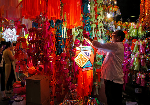 A vendor hangs a lantern for sale at a roadside market ahead of the Hindu festival of Diwali in Mumbai, India, October 23, 2016. (Photo by Danish Siddiqui/Reuters)