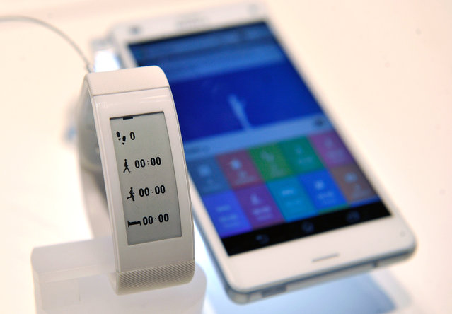 A Sony SmartBand Talk is displayed with Sony's Xperia Z3 Compact smartphone at the 2015 International CES at the Las Vegas Convention Center on January 6, 2015 in Las Vegas, Nevada. (Photo by David Becker/Getty Images)