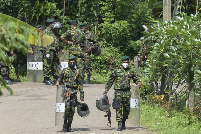 Special Task Force (STF) personnel deploy at Mahara prison on the outskirts of Colombo on November 30, 2020 a day after a prison riot over the surge of coronavirus infections. Intermittent gunfire rang out on November 30 at a Sri Lankan high security prison where a riot by inmates over the spread of pandemic infections left at least eight dead and 55 injured, police said. (Photo by Lakruwan Wanniarachchi/AFP Photo)