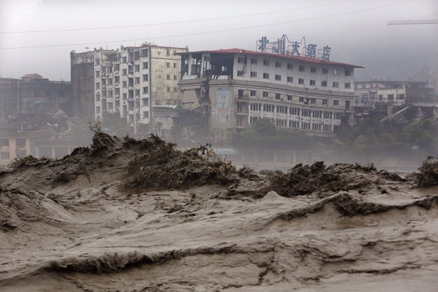 his picture taken on July 9, 2013 shows heavy flood waters sweeping through Beichuan in southwest China´s Sichuan province. Rainstorms sweeping across parts of China have affected millions, causing landslides and disabling transportation in provinces such as Sichuan and Yunnan, state media reported. (Photo by AFP Photo)