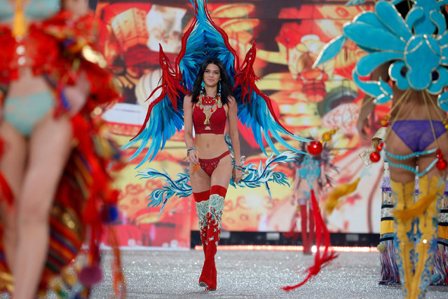 Model Kendall Jenner presents a creation during the 2016 Victoria's Secret Fashion Show at the Grand Palais in Paris, France, November 30, 2016. (Photo by Charles Platiau/Reuters)