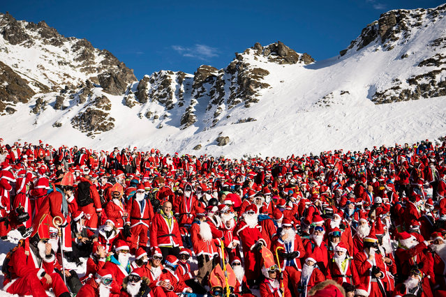 People dressed as Santa Claus pose for a group picture on the slope during a promotional event in the alpine ski resort in Verbier, Switzerland, 03 December 2016. Around 1,200 skiers costumed as Santa Claus were granted free access to the ski resort to celebrates the ski season's opening. (Photo by Jean-Christophe Bott/EPA)