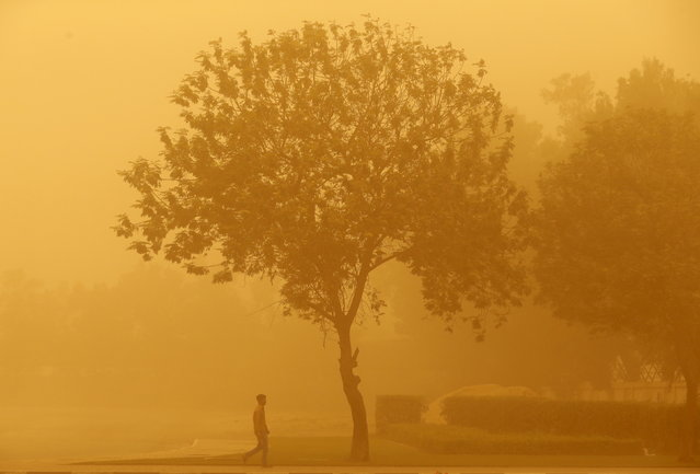 A man walks during a sand storm in Dubai April 2, 2015. (Photo by Ahmed Jadallah/Reuters)