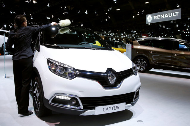 A worker cleans a Renault Captur car at the European Motor Show in Brussels, Belgium January 13, 2017. (Photo by Francois Lenoir/Reuters)