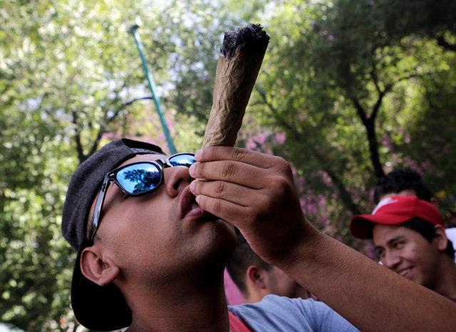A man smoke marijuana during a rally for the legalization of marijuana in Mexico City, Mexico, May 7, 2016. (Photo by Henry Romero/Reuters)