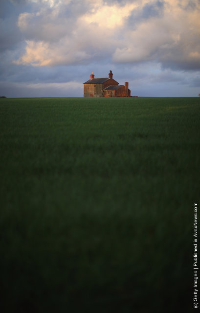 A derelict farm house adorns the horizon as it sits in a field in the Lancashire Countryside