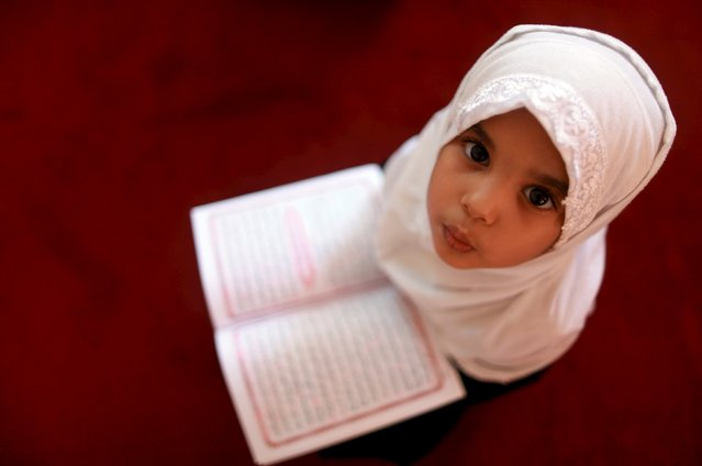 A girl reads the Koran at a Koranic school during the Muslim holy fasting month of Ramadan, in Benghazi, Libya  July 5, 2015. (Photo by Esam Omran Al-Fetori/Reuters)