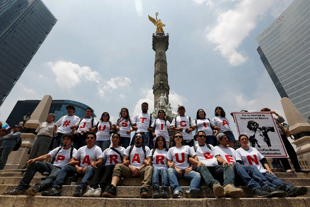 "Photojournalists wear T-shirts to form the word ""Justice for Ruben"" during a protest against the murder of photojournalist Ruben Espinosa and four other women, at the Angel of Independence monument in Mexico City, August 16, 2015. (Photo by Tomas Bravo/Reuters)"