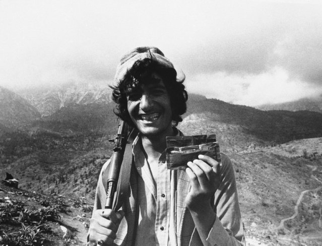 A Muslim guerrilla in Afghanistan's Paktia Province shows off his combat ration of peanut butter from the United States, July 11, 1986 in Afghanistan. Many of his fellow guerrillas battling the Soviet-backed Communist government don't like the American food and have been throwing it away. (Photo by Barry Renfrew/AP Photo)
