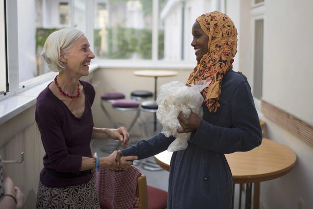 """Somalian migrant Fadhumo Musa Afrah greets a guest in the  """"Sharehaus Refugio"""" community in Berlin, where Germans and migrants live together, Germany August 19, 2015. (Photo by Axel Schmidt/Reuters)"""