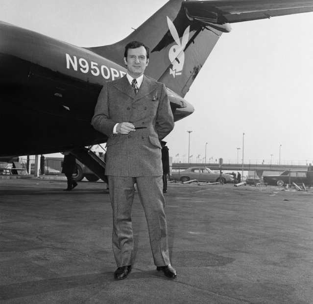 Hugh Hefner poses in front of his five and a half million dollar black jet plane with unidentified Playboy Bunnies, Tuesday, February 17, 1970, Chicago, Ill. (Photo by Edward Kitch/AP Photo)