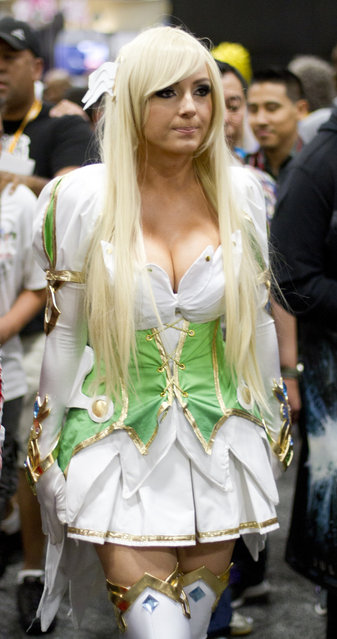 Jessica Nigri at Comic Con 2012 (she was Grand Archer Rena)