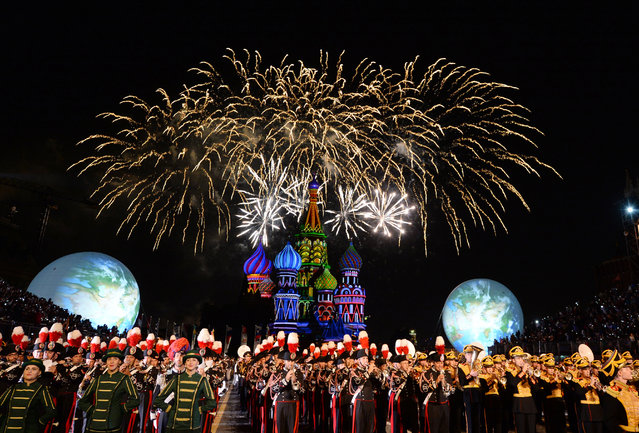Military bands from different countries perform during the Spasskaya Tower International Military Music Festival on Red Square in Moscow on August 27, 2016. The festival will take place from 27 August to 04 September 2016. (Photo by Natalia Kolesnikova/AFP Photo)