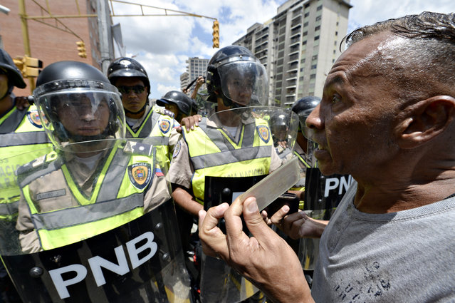 Venezuelan opposition activists march in Caracas on September 16, 2016 demanding to the government to set the date for a recall referendum against President Nicolas Maduro. The Venezuelan opposition's push for a vote to remove President Maduro ran into a roadblock Thursday when authorities announced a delay in setting the date for the final stage in the process. (Photo by Federico Parra/AFP Photo)