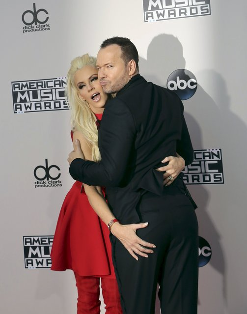 Actors Jenny McCarthy and Donnie Wahlberg arrive at the 2015 American Music Awards in Los Angeles, California November 22, 2015. (Photo by David McNew/Reuters)