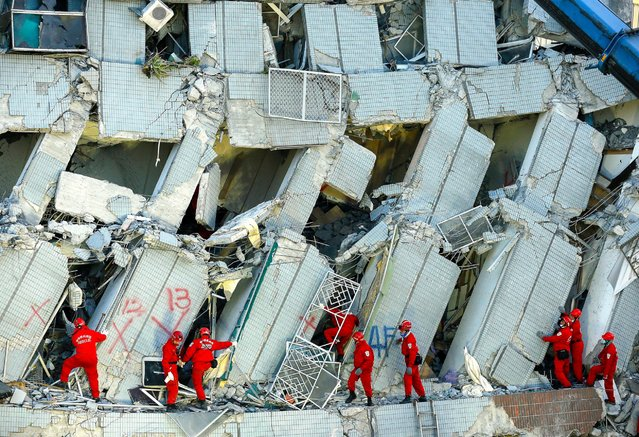 Rescuers search for survivors from a collapsed building in Tainan, southern Taiwan, February 7, 2016. At least eight people were killed and hundreds injured when a 6.4-magnitude earthquake struck southern Taiwan. (Photo by Ritchie B. Tongo/EPA)