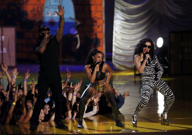 "Rappers Ty Dolla Sign (L), Tinashe and Charli XCX (R) perform ""Drop That Kitty"" during the 2015 MTV Movie Awards in Los Angeles, California April 12, 2015. (Photo by Mario Anzuoni/Reuters)"