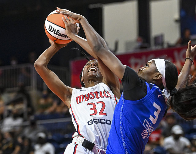 Washington Mystics Shatori Walker-Kimbrough (32) drives to the basket against Connecticut Sun guard/forward Kaila Charles (3) during first half action  at the Entertainment and Sports Arena. (Photo by Jonathan Newton/The Washington Post)