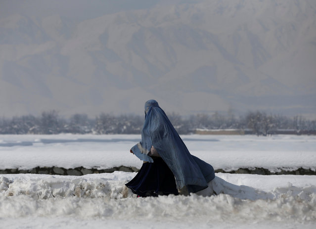 An Afghan woman walks along a street covered with snow on the outskirts of Kabul, Afghanistan February 7, 2017. (Photo by Omar Sobhani/Reuters)