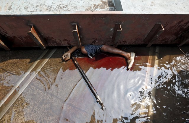 The body of a victim is seen at the site of an under-construction flyover after it collapsed in Kolkata, India, March 31, 2016. (Photo by Rupak De Chowdhuri/Reuters)