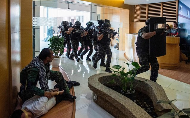 Members of the Royal Malaysian Police elite counter-terrorism tactical unit (UTK) take part in a simulated exercise at the Sultan Abdul Aziz Shah Airport in Subang Jaya, on the outskirts of Kuala Lumpur on July 25 2019. (Photo by Mohd Rasfan/AFP Photo)