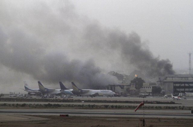 Smoke billows from Jinnah International Airport in Karachi, Pakistan, June 9, 2014. REUTERS/Athar Hussain