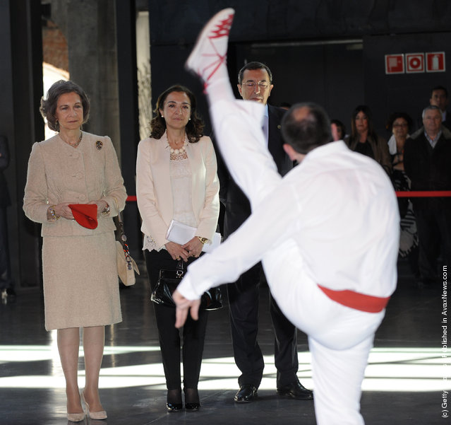 Queen Sofia of Spain (L) attends 'Innovacion y Diseno' 2011 Awards in Bilbao on March 22, 2012 in Bilbao, Spain