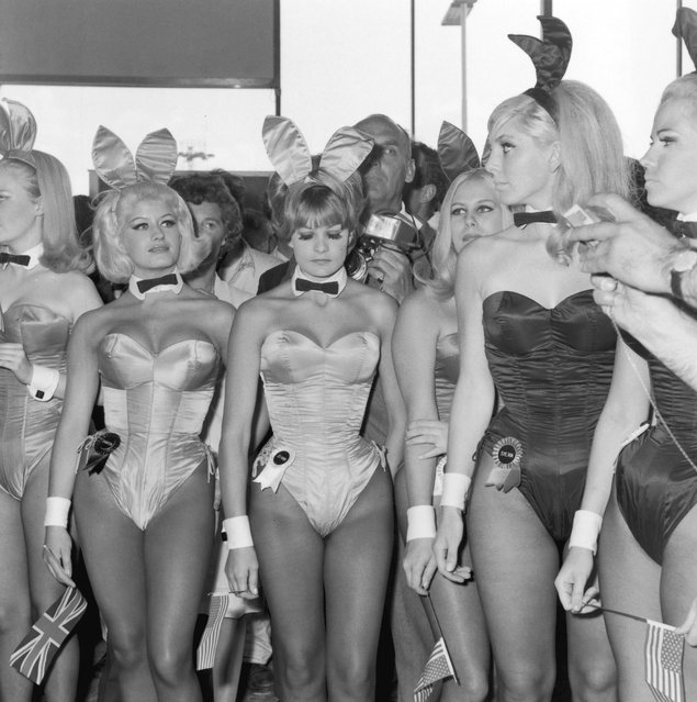A group of Playboy Bunny Girls from London's Playboy Club waiting for Hugh Hefner, the American owner of the «Playboy» business empire at London Airport, 1966. (Photo by Dove/Getty Images)