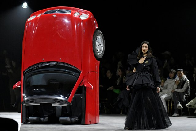 Model Bella Hadid presents a creation by designer Virgil Abloh as part of his Fall/Winter 2020/21 women's ready-to-wear collection show for his label Off-White during Paris Fashion Week in Paris, France, February 27, 2020. (Photo by Piroschka van de Wouw/Reuters)