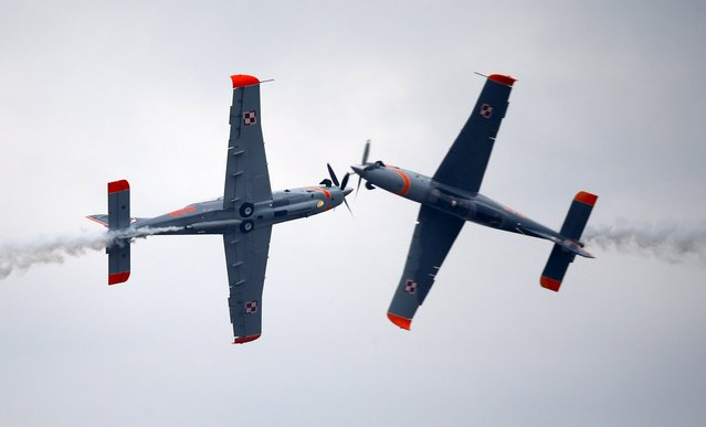 Two airplanes from Poland's Orlik team perform during the Radom Air Show at an airport in Radom, Poland August 23, 2015. (Photo by Kacper Pempel/Reuters)