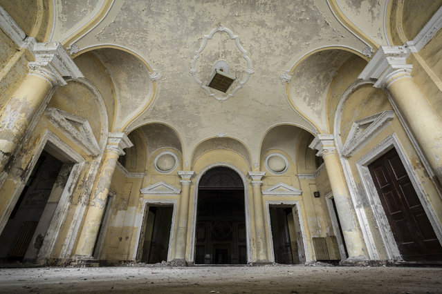 An asylums entrance hall. (Photo by Thomas Windisch/Caters News)