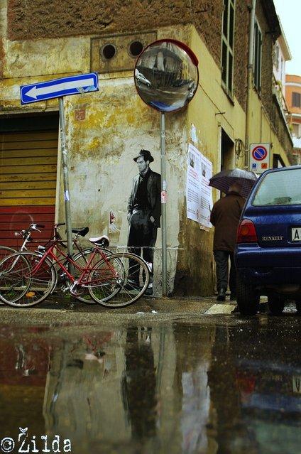 """""""Il ladro di biciclette"""". Tor Pignattara, ROMA (Via della Marranella). Scena estratta da """"Ladri di biciclette"""" di Vittorio De Sica girato nel 1948. (Photo by Žilda)"""