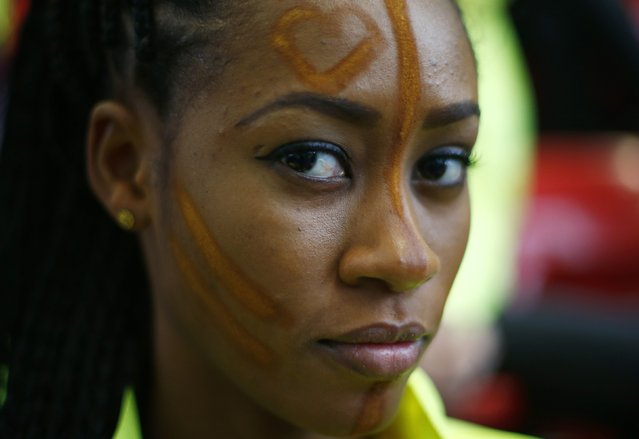Miss Ghana Nadia Naa Ntanu wears face paint during the Miss World sports competition at the Lee Valley sports complex in north London, November 26, 2014. (Photo by Andrew Winning/Reuters)