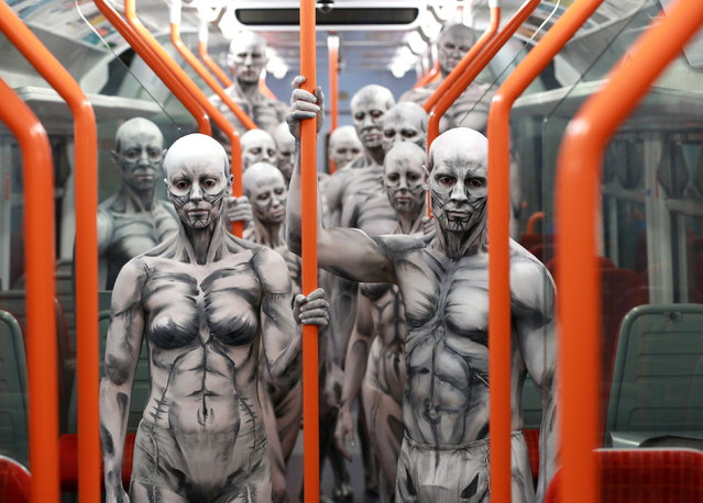 "Models turned into ""humanoid"" robots pose on a train at Waterloo Station on October 2, 2016 in London, England for the launch of new Sky Atlantic TV drama Westworld. (Photo by Matt Alexander/PA Wire)"